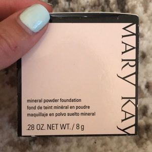 MaryKay mineral foundation Beige 2